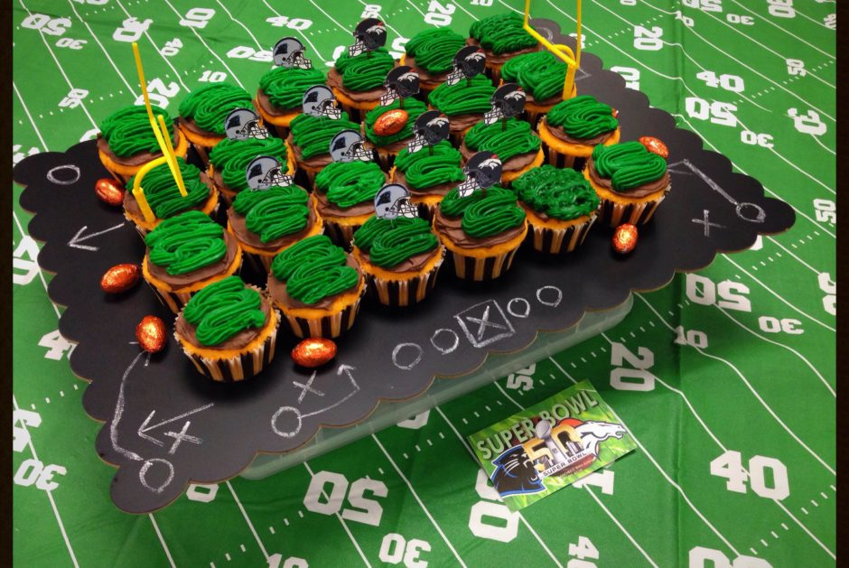 Superbowl cupcakes disply