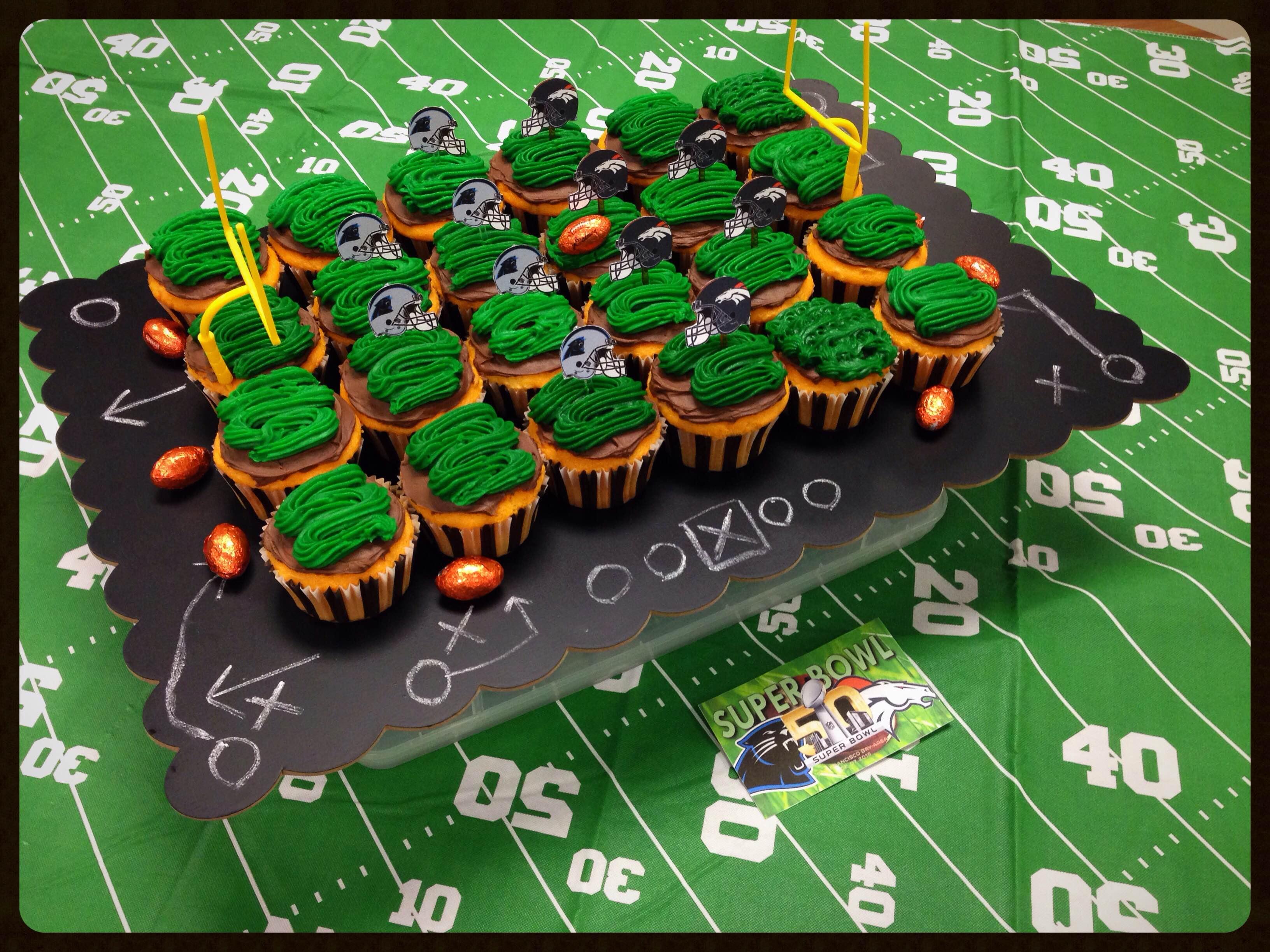 Superbowl cupcakes disply
