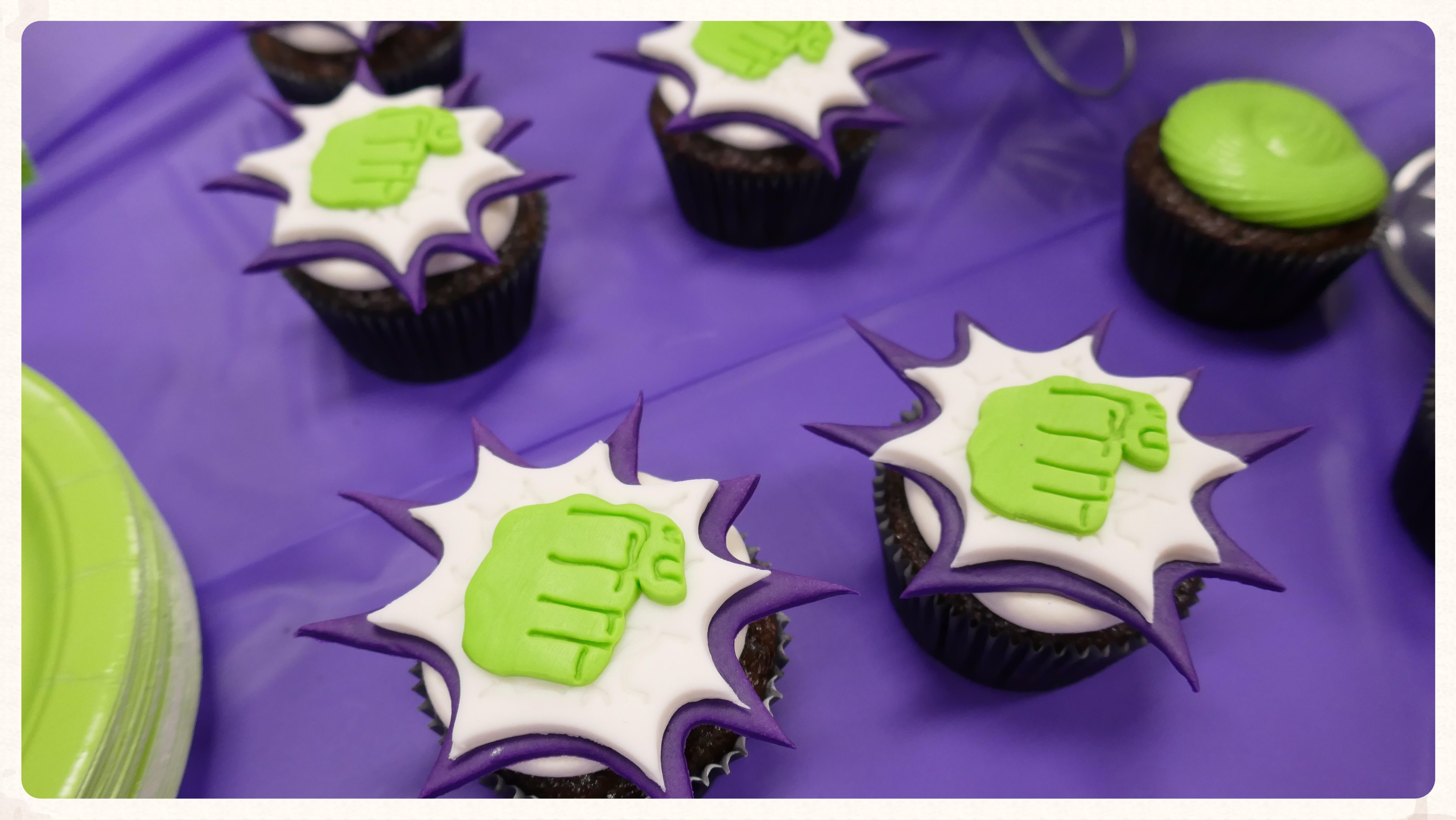 Hulk Smash cupcake display