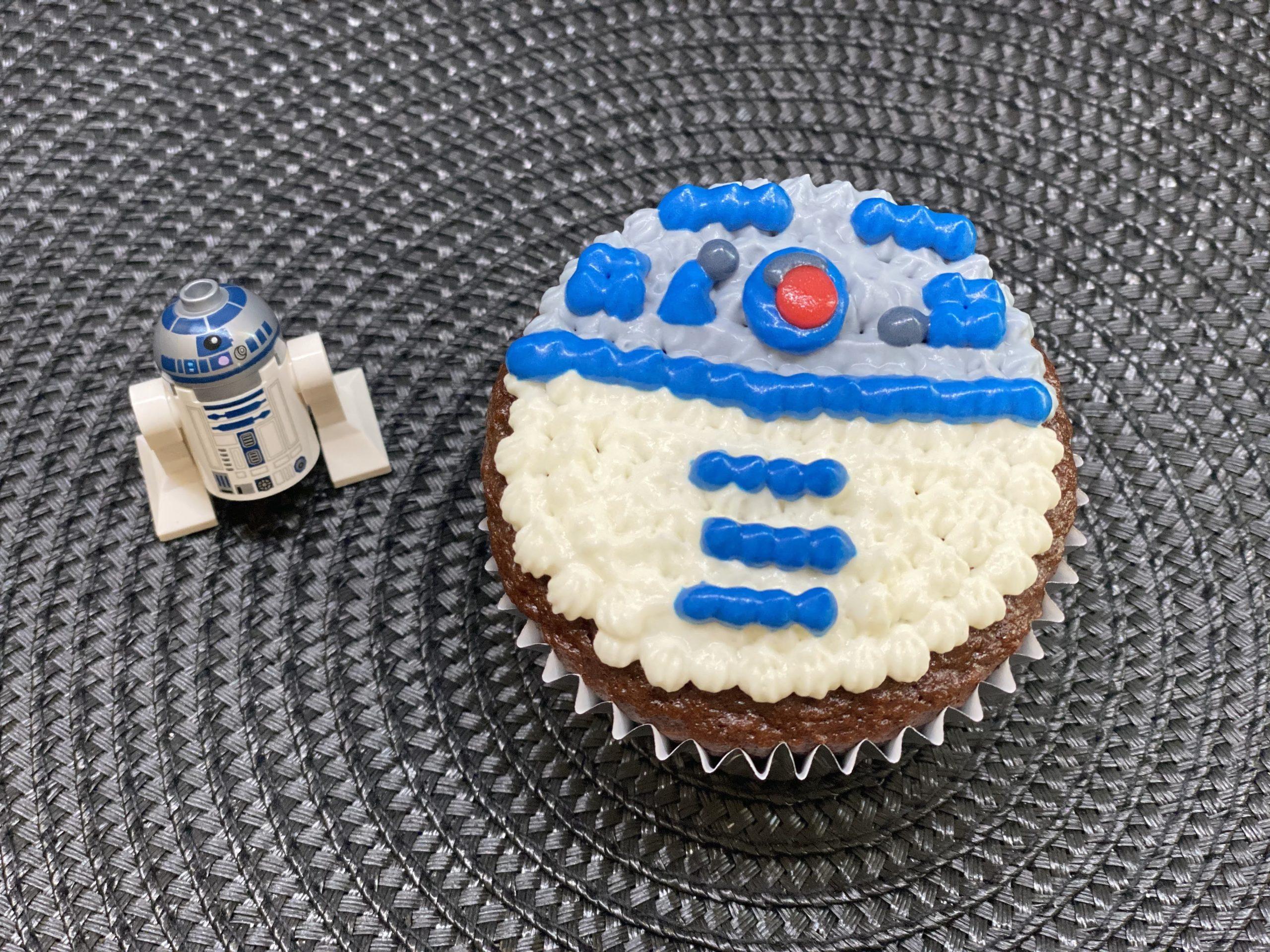 r2d2 cupcake