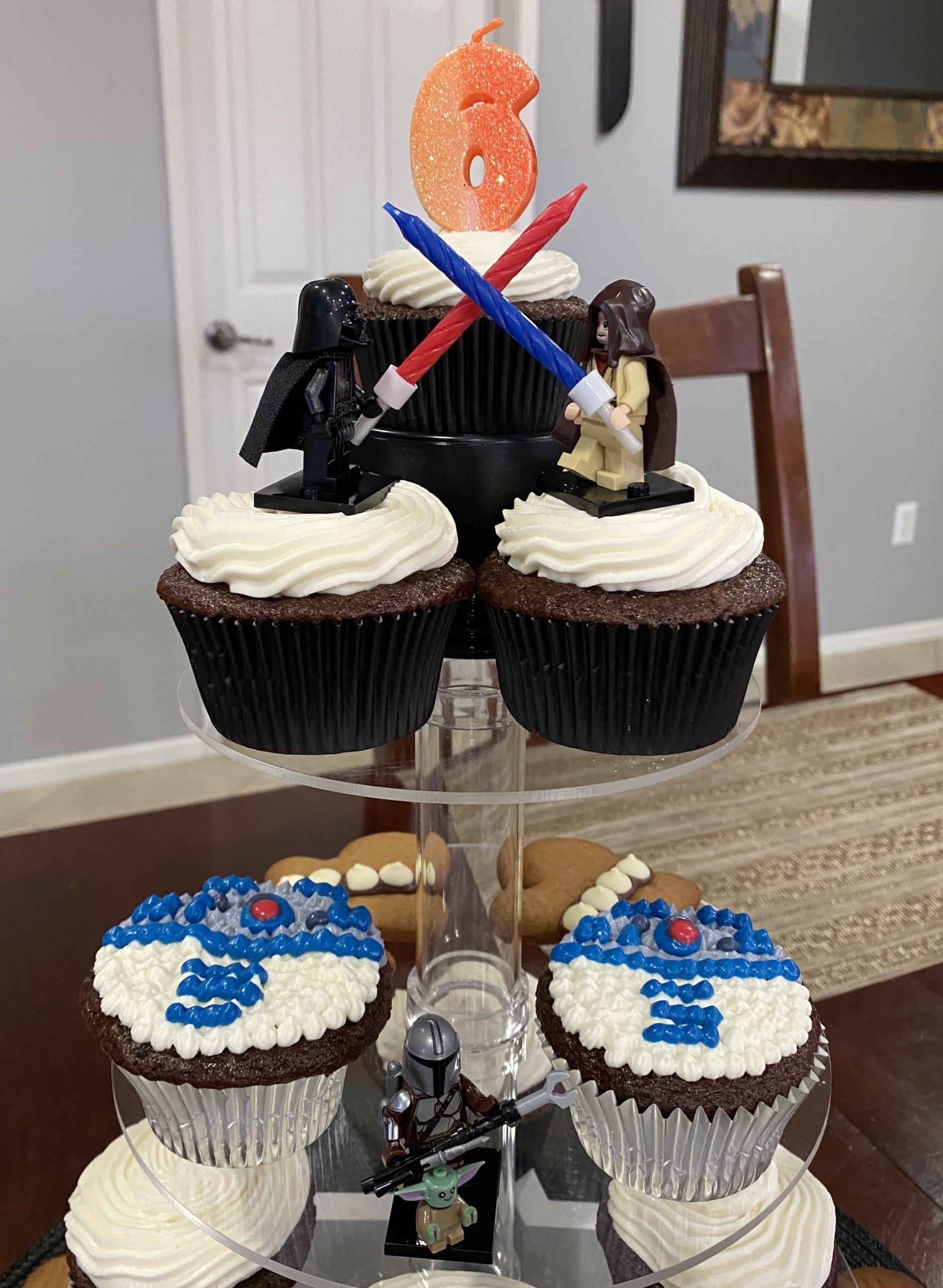 r2d2 cupcake display